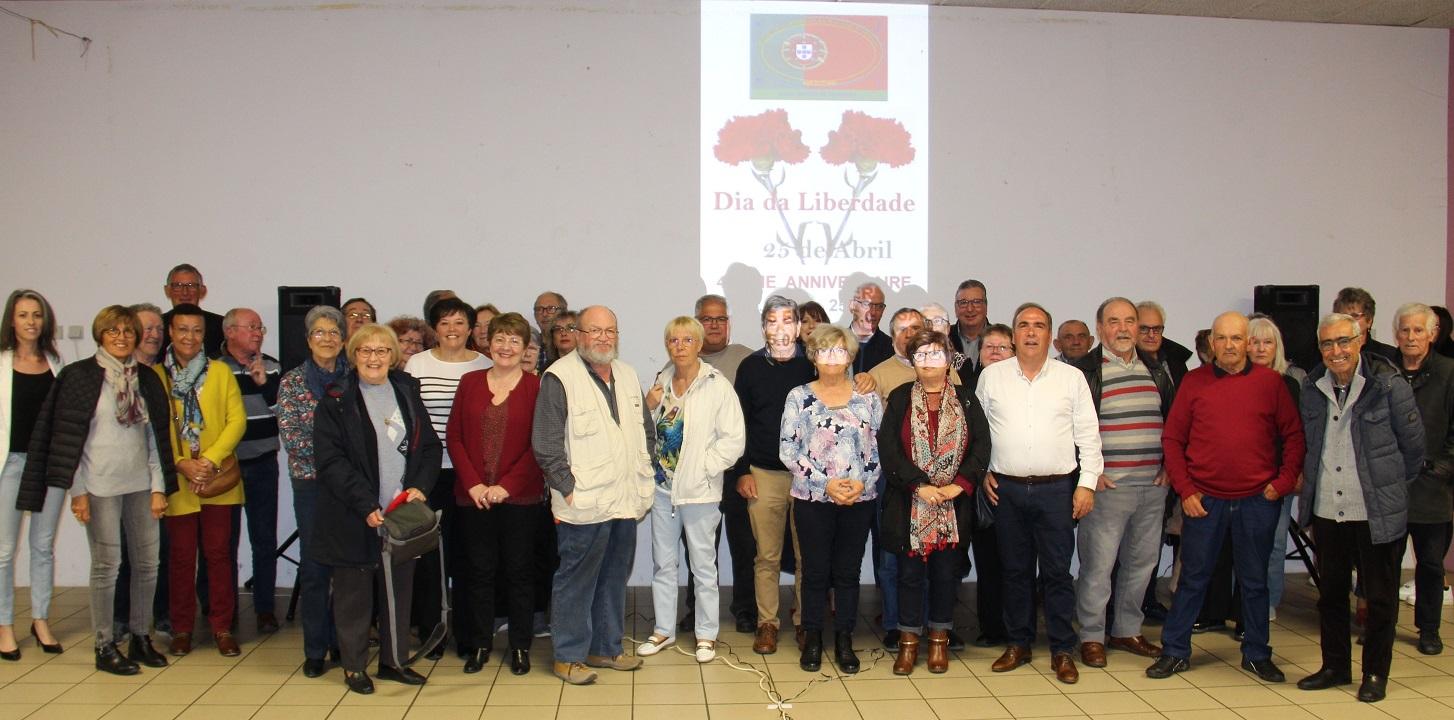 Coloriste St Martin De Seignanx le 45ème anniversaire de la révolution des oeillets à saint