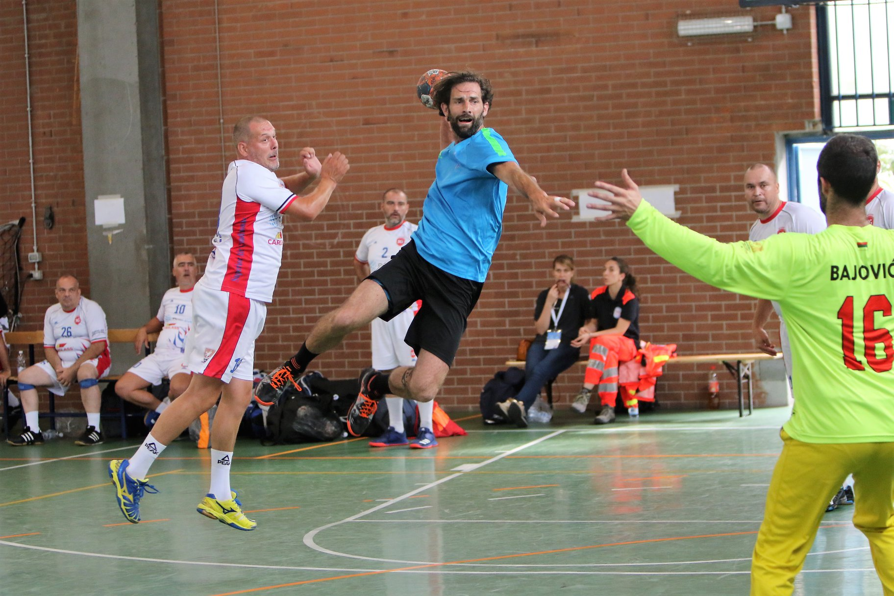 Coloriste St Martin De Seignanx handball: pierre malfoy remporte tournoi de vétérans avec